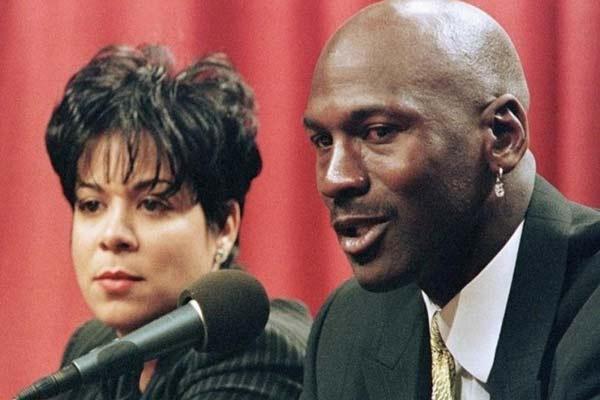 Romantic picture of Michael Jordan with his ex-wife Juanita Vanoy Jordan in press conference