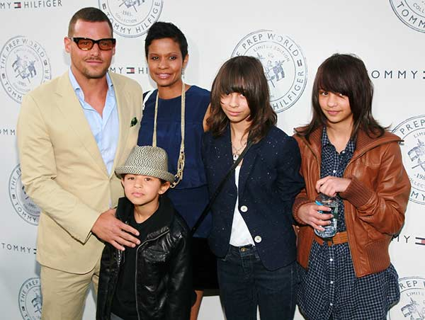 A perfect family picture of Keisha Chamber and her husband Justin Chamber with their children