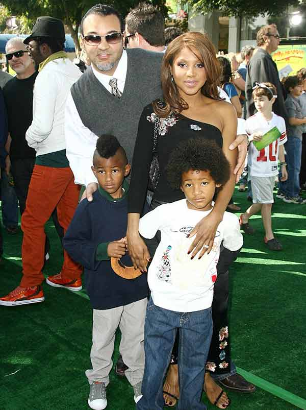 Keri Lewis with his ex-wife Toni Braxton and two sons