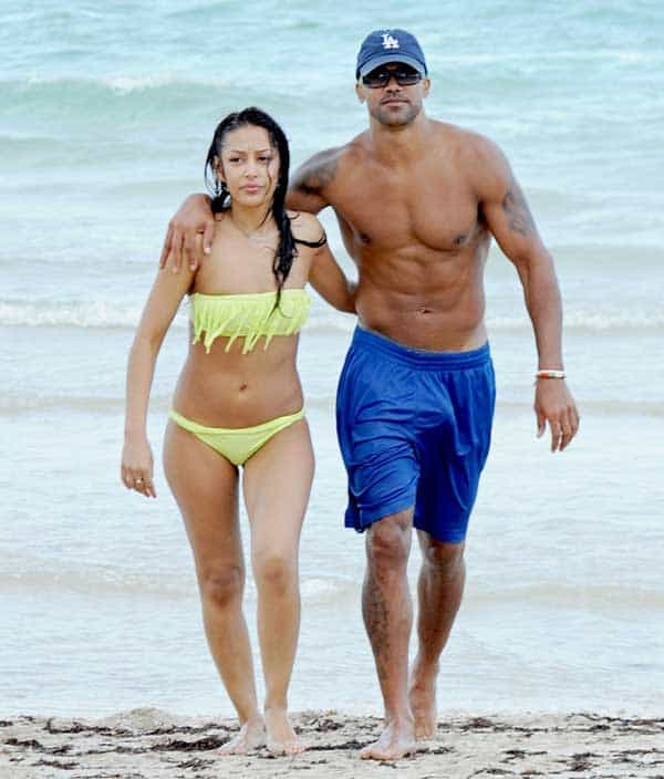 Shemar Moore and Shawna Gordon were seen romancing on the beach