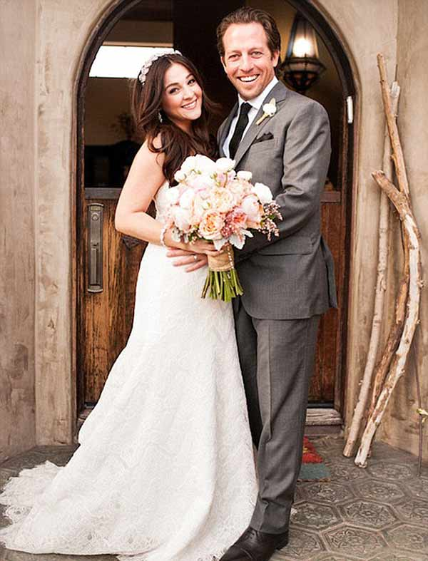 Beautiful wedding picture of Alisan Porter with her fiancé Brian Autenrieth