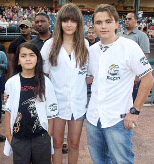 Cute Siblings: Paris Jackson with her two brothers