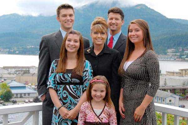 Happy family picture of Todd Palin with his wife Sarah Palin and children