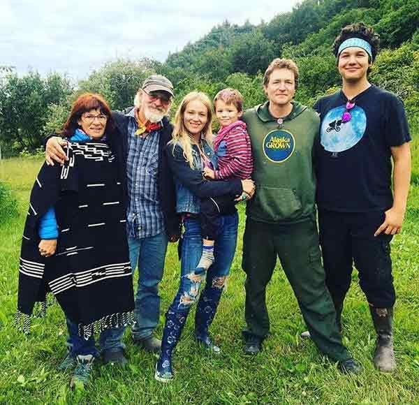 Atz Kilcher Family: Bonnie Dupree and her children
