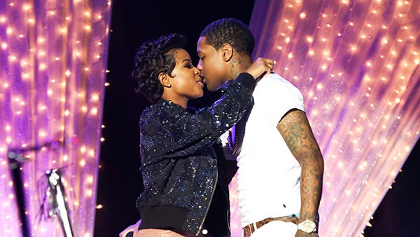 Lil Durk and Dej Loaf kissing while performing on stage