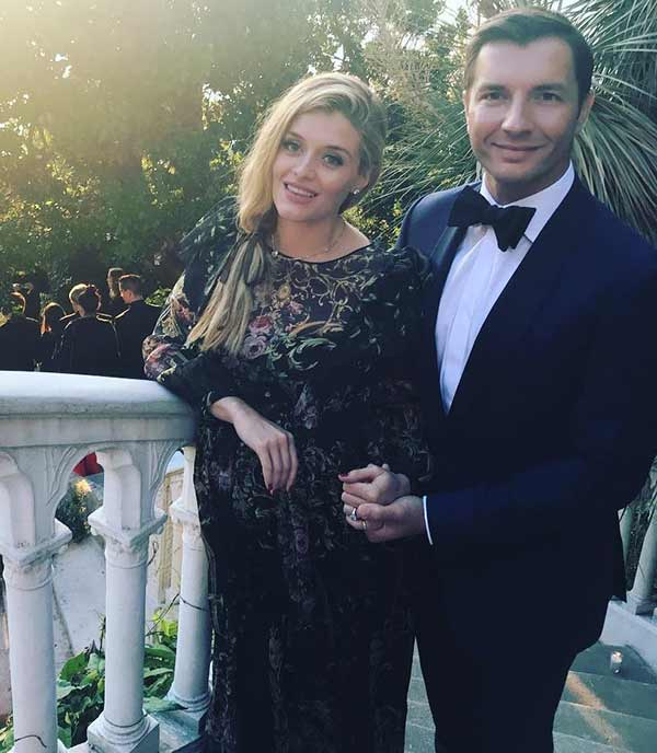 Cute Couple: Daphne Oz's and John Jovanovic in beautiful dresses