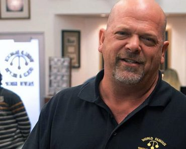 is corey from pawn stars dating anyone The history channel's pawn stars is a reality show that follows the day-to-day workings of a 24-hour pawn shop owned by rick harrison, his father, richard harrison, and his son corey harrison.