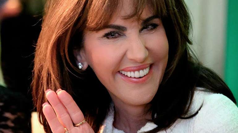 Robin Mcgraw Wiki Net Worth Plastic Surgery Age Twin Brother