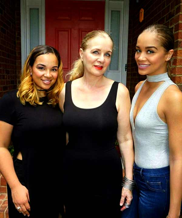 Image of Actor Jasmine Sanders with her mother and her sister