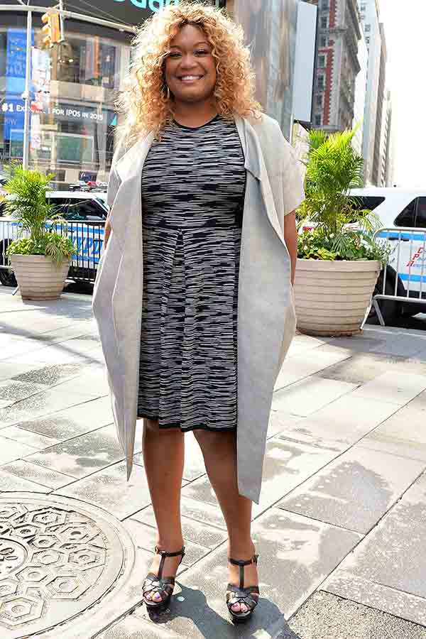 Image of Chef Sunny Anderson height is 5 feet and 5 inches