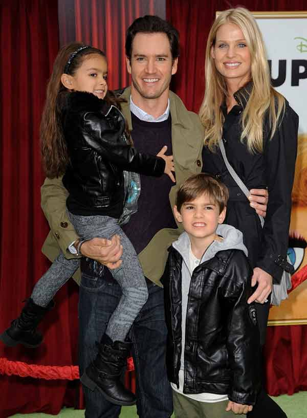Image of Catriona McGinn with her husband Mark Paul Gosselaar and with their kids
