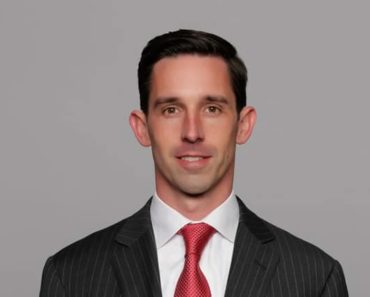 Image of Kyle Shanahan is Married to Wife Mandy Shanahan. Kyle Shanahan Net Worth, Salary, Age.