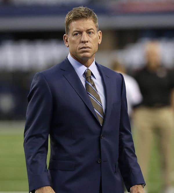 Image of Announcer, Troy Aikman height is 6 feet 4 inches